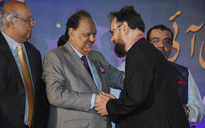 9b639b5c53e0bf Professor Dr. Bari Receives a Gold Medal for His Services